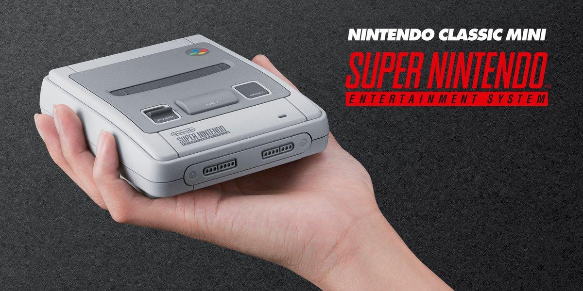 La SNES Classic Mini tient dans la main